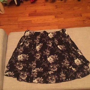 Mini skirt with floral pattern